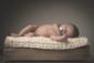 thomas paulet photographe naissance famille 10 jours bébé pied noir et blanc regard